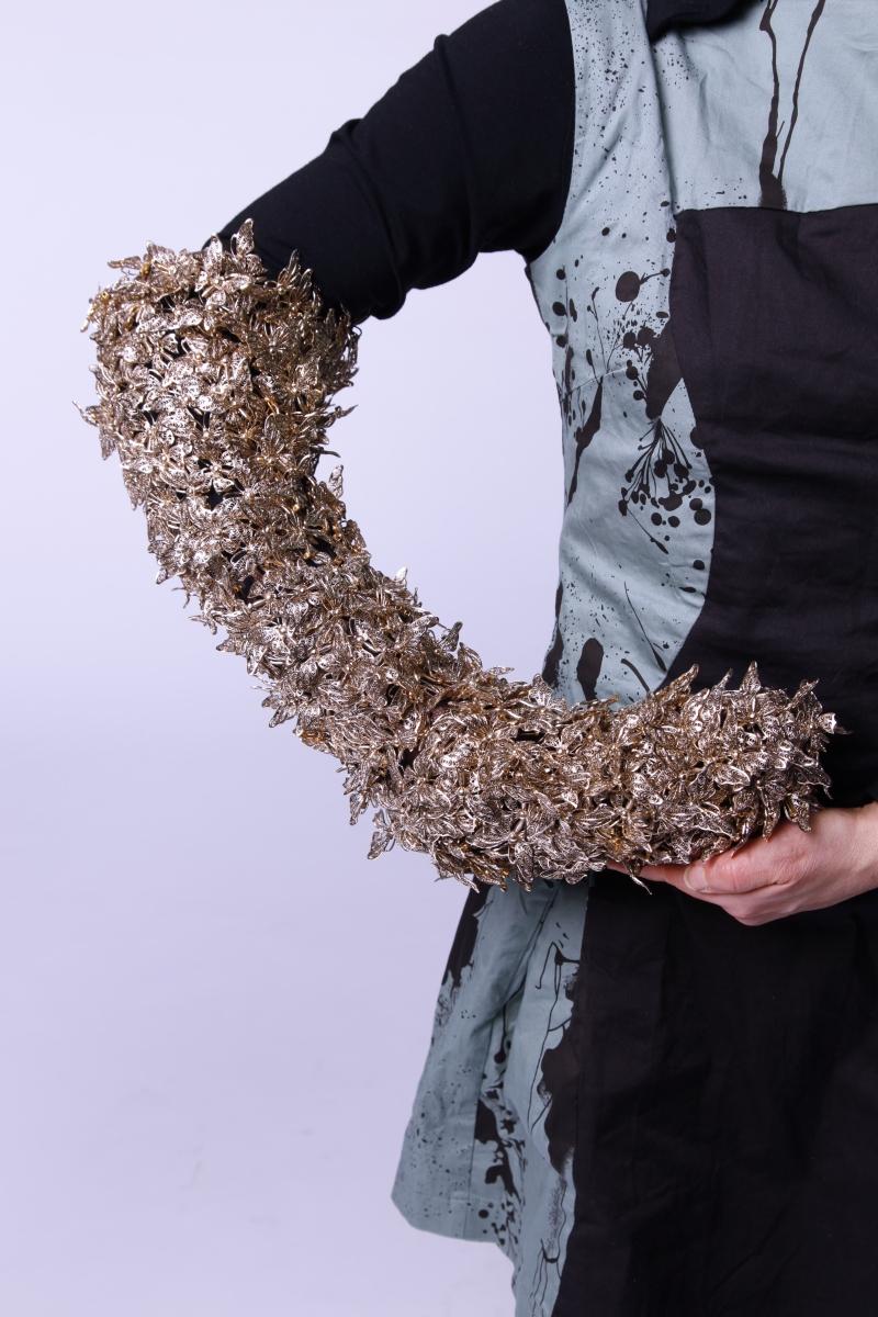 Objekt für den Arm aus Gablonzer Elementen